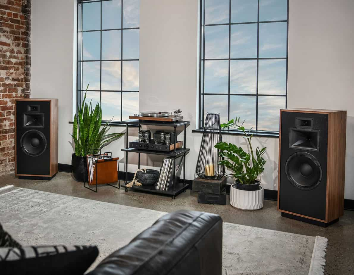 Klipsch-Forte-IV-Lifestyle-Image CROPPED