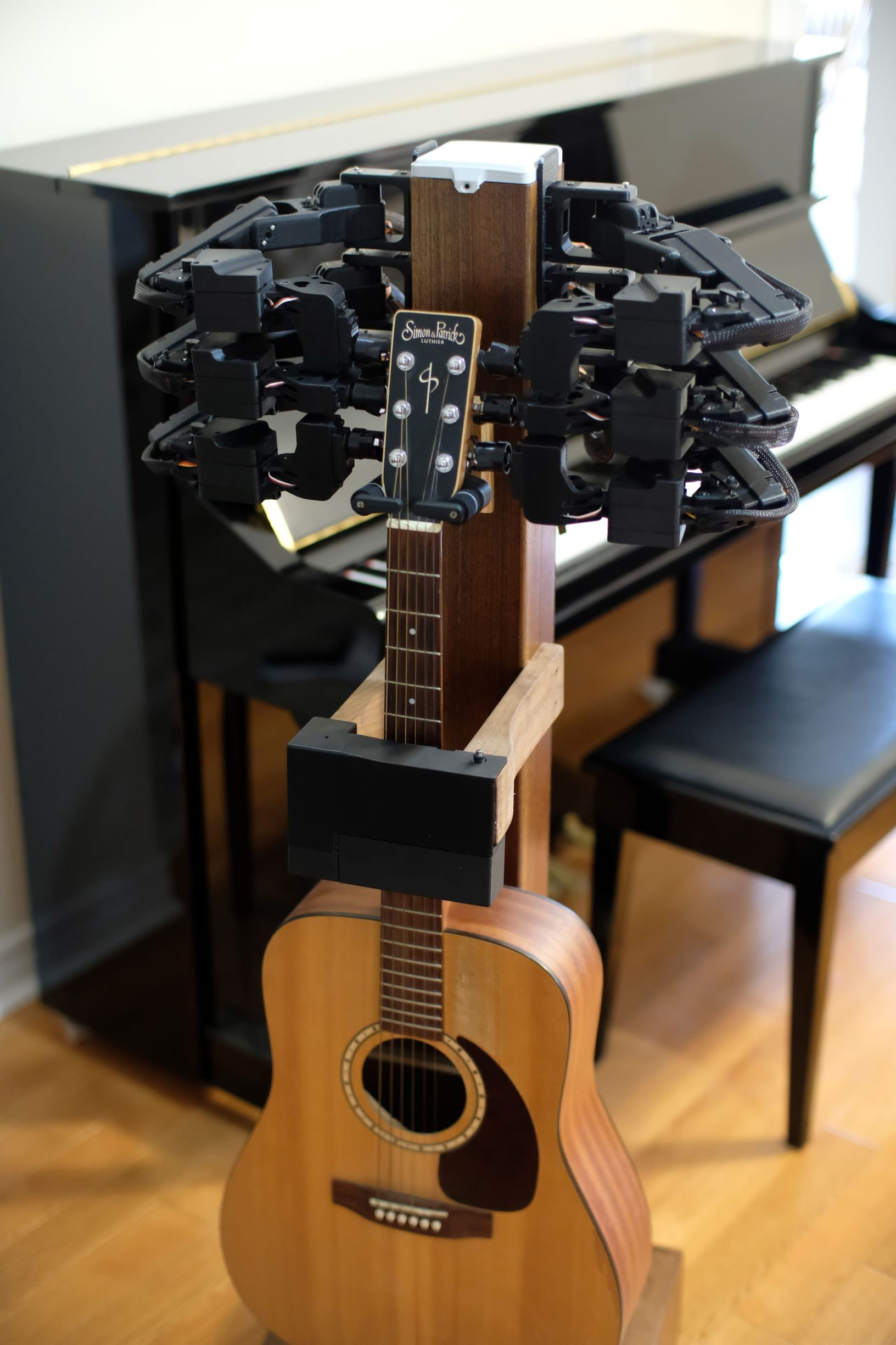 2unify The Stand robotic guitar tuning device